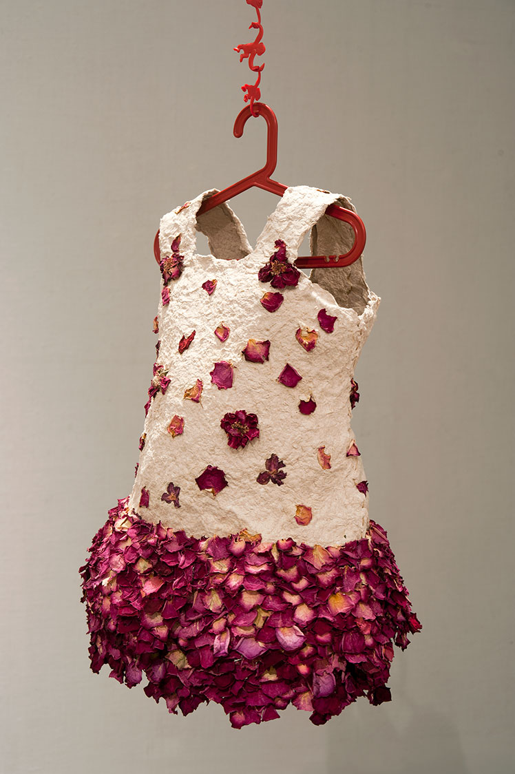 handmade-paper-works_023_dress-for-riel_detail_by-judy-anderson